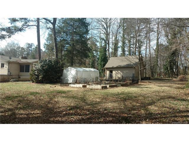 7541 Lisa Circle, Charlotte, NC 28215 (#3359438) :: Exit Realty Vistas