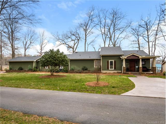 5026 Tioga Road, Lake Wylie, SC 29710 (#3359936) :: SearchCharlotte.com