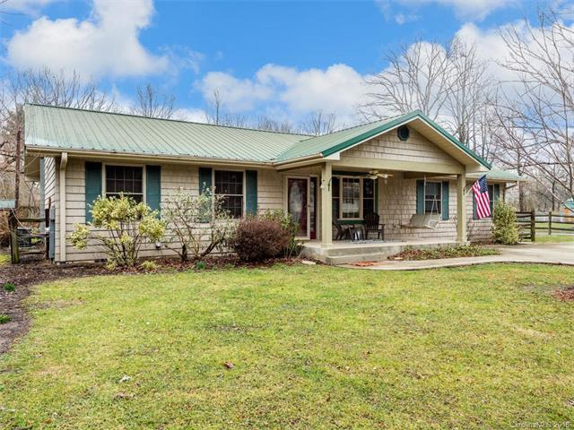 520 Fitzsimmons Street, Hendersonville, NC 28792 (#3360871) :: RE/MAX Four Seasons Realty