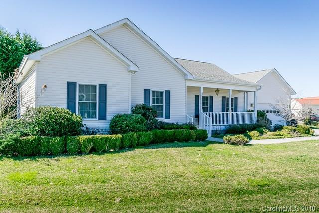 292 Beechnut Drive, Hendersonville, NC 28739 (#3364947) :: Puffer Properties