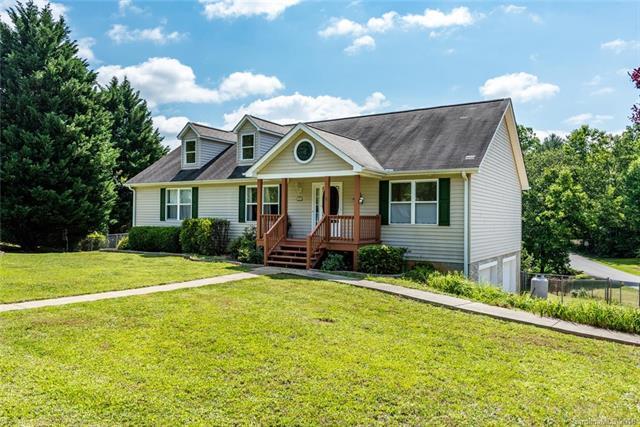 1 Swan Circle, Hendersonville, NC 28759 (#3365636) :: Robert Greene Real Estate, Inc.