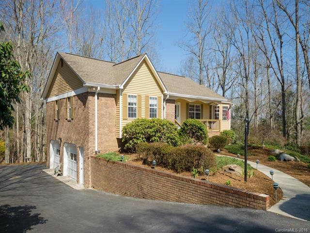 512 Hunters Glen Lane, Hendersonville, NC 28739 (#3369563) :: Exit Mountain Realty