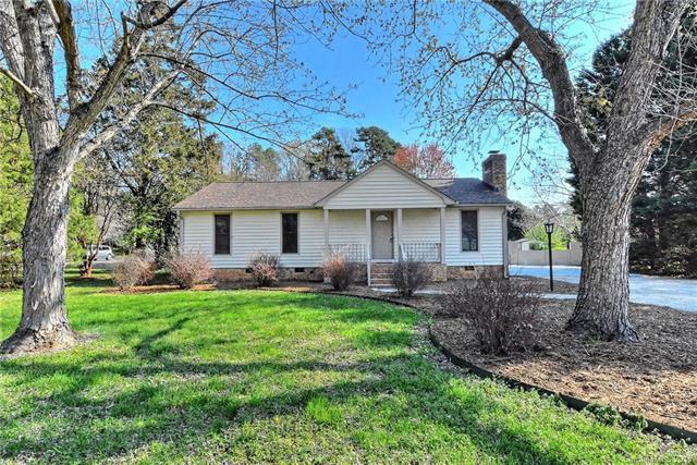 13327 Phillips Road, Matthews, NC 28105 (#3370302) :: Pridemore Properties