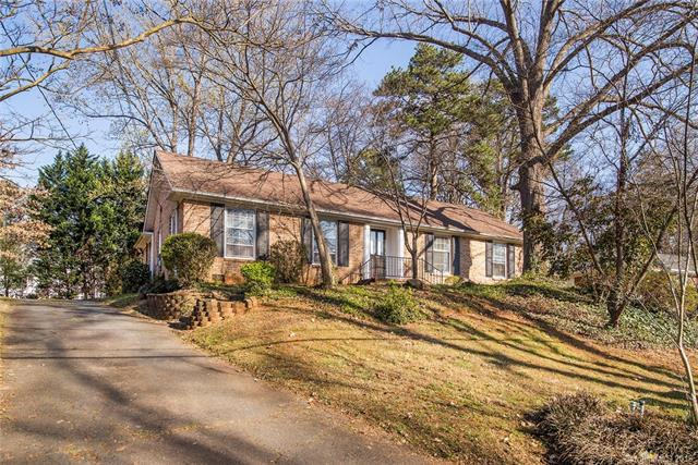 6922 Woodstock Drive, Charlotte, NC 28210 (#3370791) :: Exit Mountain Realty