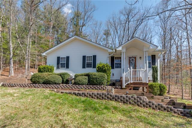 655 Mountain Road, Hendersonville, NC 28791 (#3371160) :: Caulder Realty and Land Co.