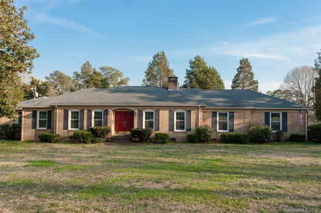 196 Fairway Circle, Rock Hill, SC 29730 (#3371591) :: The Andy Bovender Team