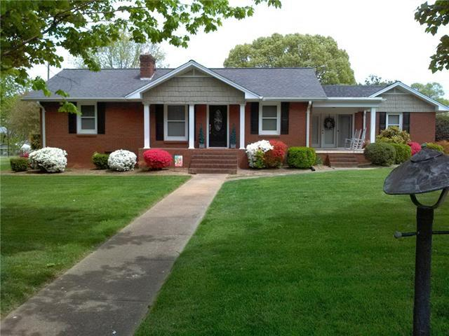 114 NW 34th Street NW, Hickory, NC 28601 (#3371759) :: The Elite Group