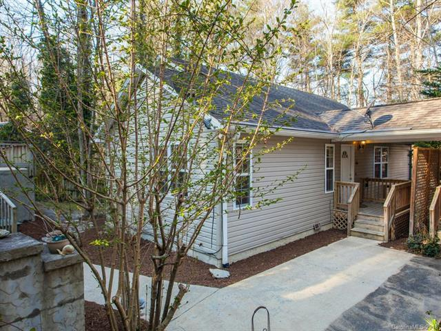 128 Seneca Boulevard, Hendersonville, NC 28739 (#3372297) :: Stephen Cooley Real Estate Group