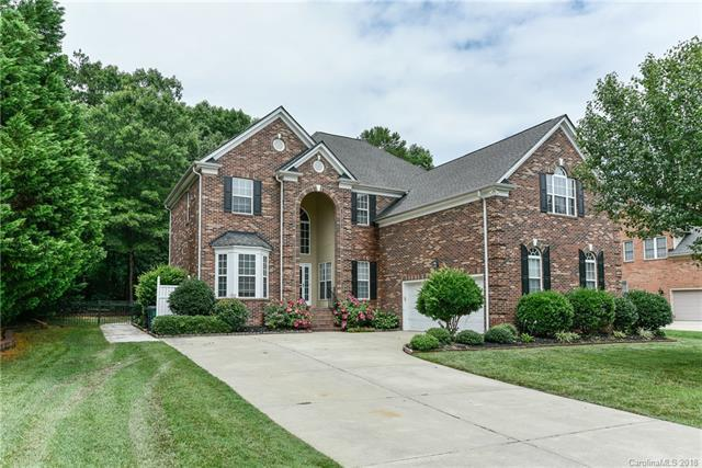 7201 Three Wood Drive, Matthews, NC 28104 (#3373532) :: LePage Johnson Realty Group, LLC