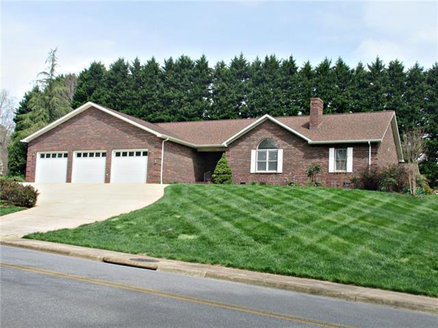 3625 Wandering Lane NE, Hickory, NC 28601 (#3377890) :: LePage Johnson Realty Group, LLC