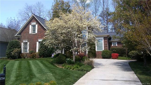 18754 Greyton Lane, Davidson, NC 28036 (#3380670) :: Mossy Oak Properties Land and Luxury
