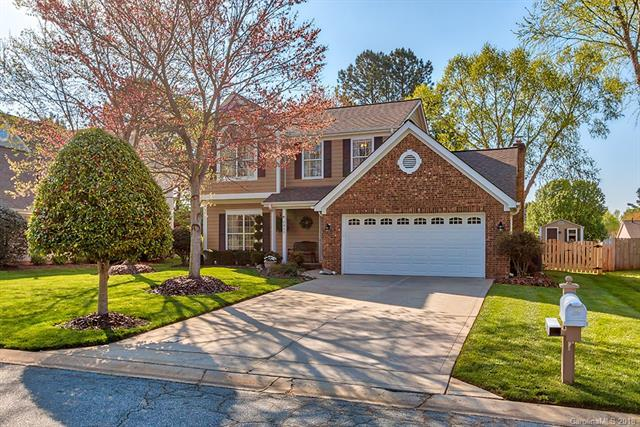 8413 Londonshire Drive, Charlotte, NC 28216 (#3380764) :: Besecker Homes Team
