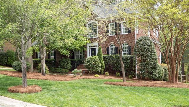 4304 Mountain Cove Drive, Charlotte, NC 28216 (#3381684) :: The Ann Rudd Group