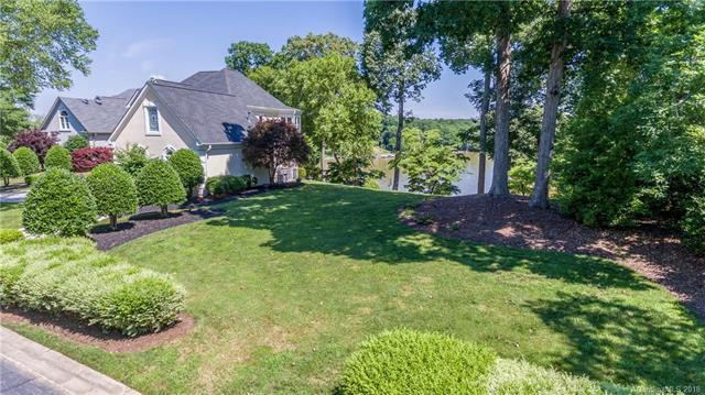 14028 Point Lookout Road #17, Charlotte, NC 28278 (#3381843) :: TeamHeidi®