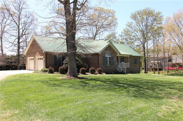 5303 Huffman Farm Road, Hickory, NC 28602 (#3382260) :: The Andy Bovender Team