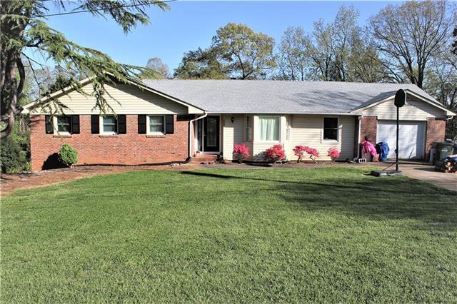 4250 1st Street NE, Hickory, NC 28602 (#3382383) :: Exit Mountain Realty