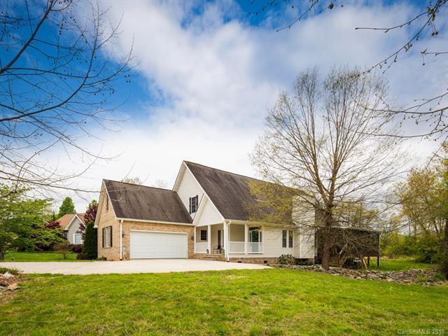 423 Kingfisher Lane, Mills River, NC 28759 (#3384028) :: Homes Charlotte