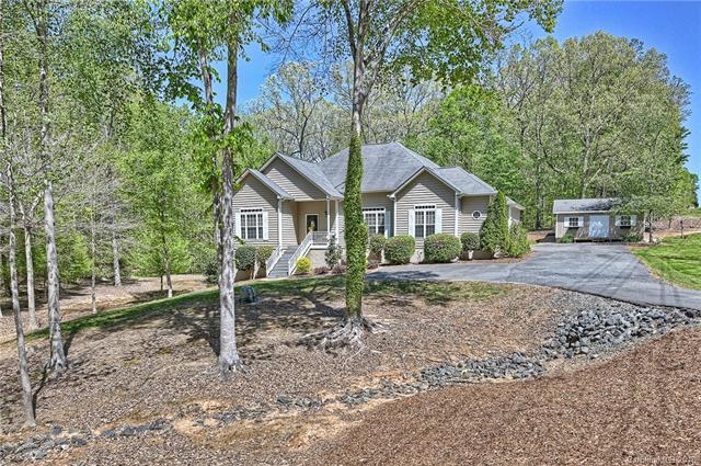 7230 Cobblecreek Drive, Matthews, NC 28104 (#3384087) :: Scarlett Real Estate