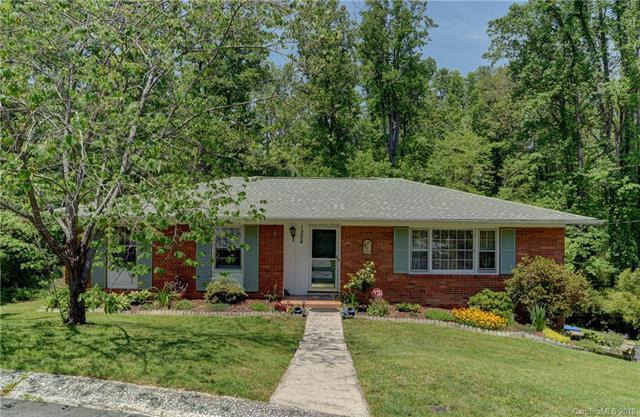 1224 Pinebrook Circle, Hendersonville, NC 28739 (#3384222) :: High Performance Real Estate Advisors