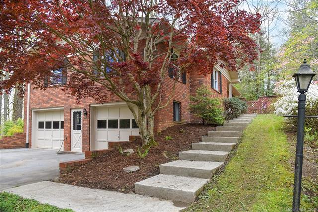 404 Haywood Knolls Drive, Hendersonville, NC 28791 (#3384723) :: LePage Johnson Realty Group, LLC