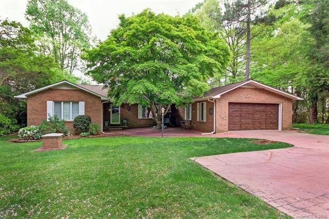 137 Rainbow Lane, Mooresville, NC 28117 (#3385701) :: Odell Realty Group