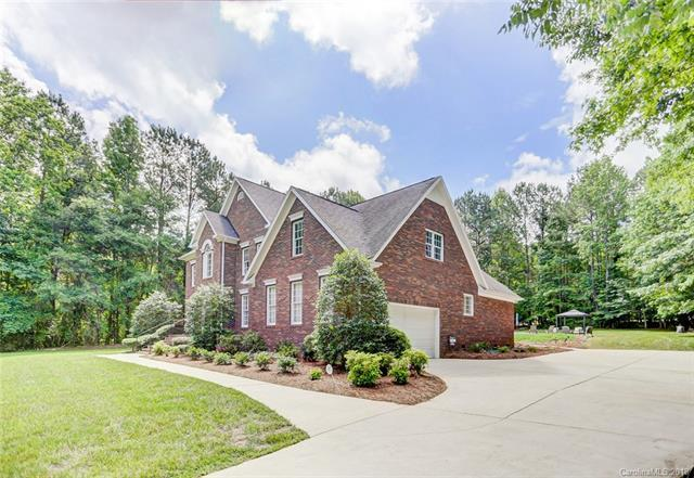 2725 Lake Wylie Drive, Rock Hill, SC 29732 (#3385984) :: The Andy Bovender Team