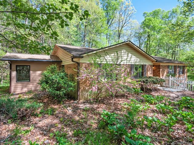 35 Hunters Lane, Hendersonville, NC 28791 (#3386126) :: LePage Johnson Realty Group, LLC