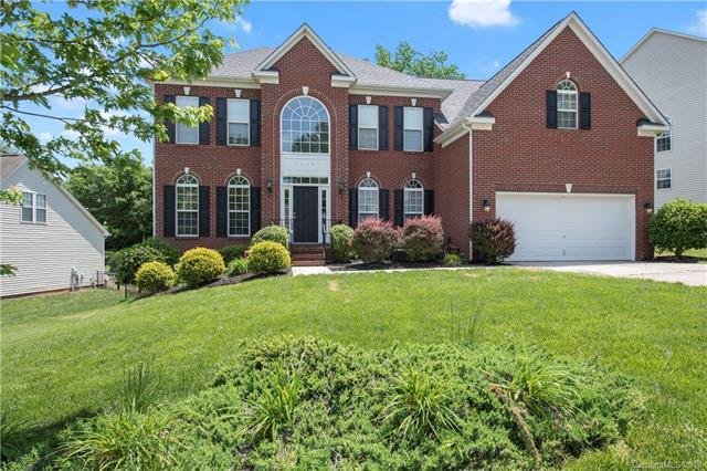 1137 Elrond Drive NW, Charlotte, NC 28269 (#3388015) :: The Ramsey Group