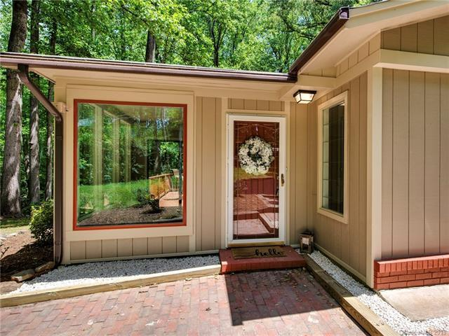 2025 Valrose Drive, Charlotte, NC 28216 (#3389430) :: Miller Realty Group
