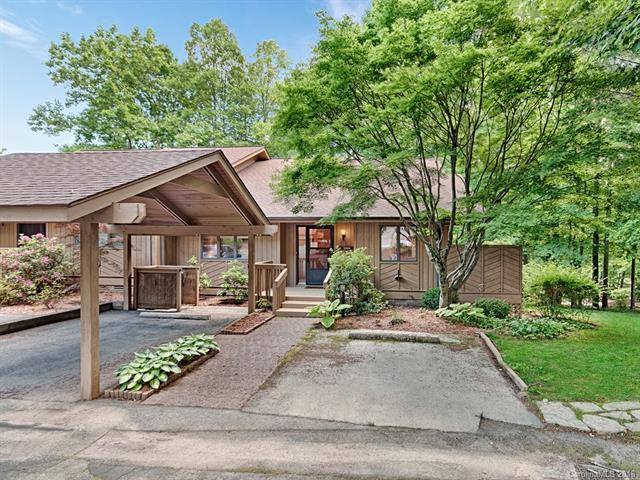 104 Water Oak Lane, Hendersonville, NC 28791 (#3389890) :: The Ramsey Group