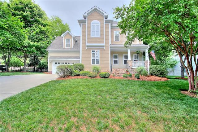1055 Hunters Run Drive, Tega Cay, SC 29708 (#3390657) :: Charlotte Home Experts
