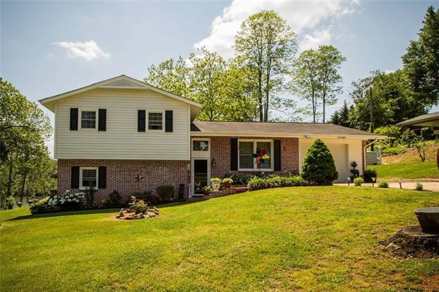 5195 Lake Park Drive, Hickory, NC 28601 (#3390676) :: LePage Johnson Realty Group, LLC