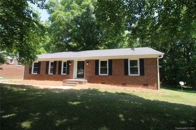 7502 Farm Gate Drive, Charlotte, NC 28215 (#3391636) :: LePage Johnson Realty Group, LLC