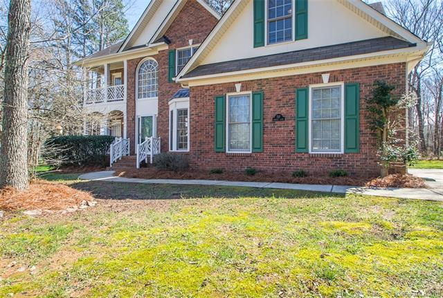 727 Donegal Court, Matthews, NC 28104 (#3392566) :: Charlotte Home Experts
