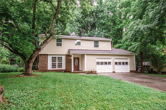 6303 Holly Knoll Drive, Charlotte, NC 28227 (#3392941) :: RE/MAX Metrolina