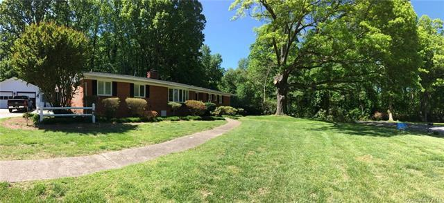 7220 Lakeside Drive, Charlotte, NC 28215 (#3393681) :: LePage Johnson Realty Group, LLC