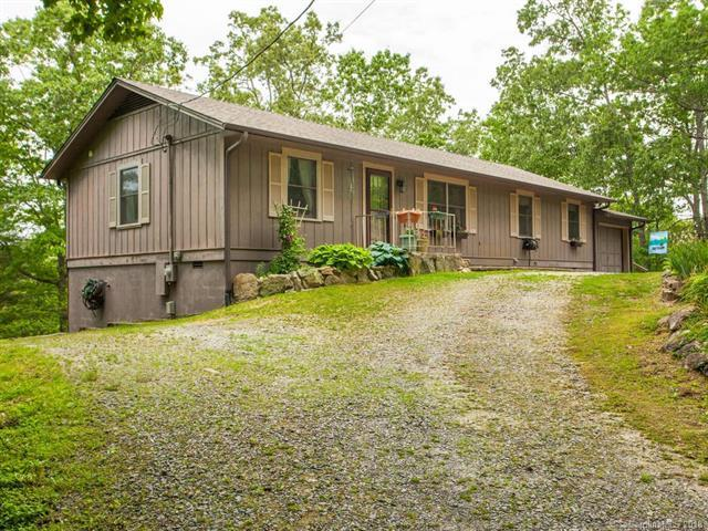 222 Rambling Drive, Hendersonville, NC 28739 (#3394270) :: Puffer Properties