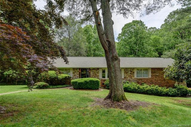 118 Woodhaven Drive, Hendersonville, NC 28739 (#3394369) :: Puffer Properties
