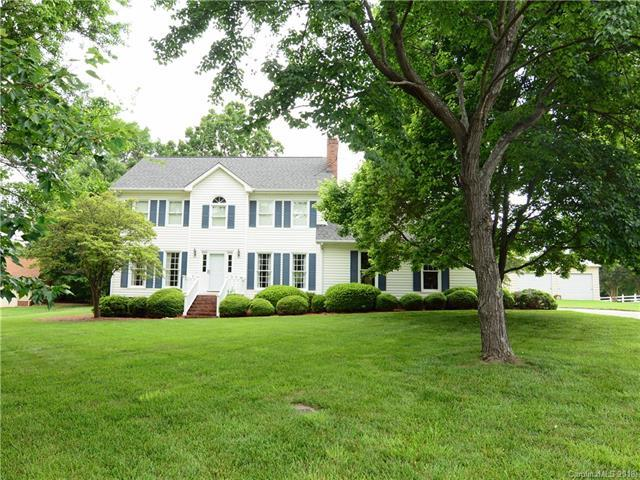 124 Eastwood Drive, Statesville, NC 28625 (#3394966) :: The Andy Bovender Team