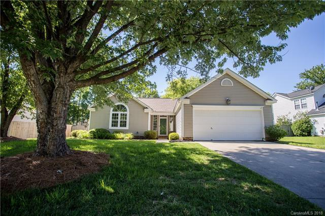 9006 Brad Court, Matthews, NC 28104 (#3395984) :: The Andy Bovender Team