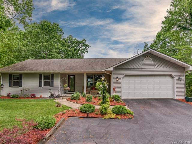 15 Black Bear Trail, Hendersonville, NC 28739 (#3396159) :: Puffer Properties
