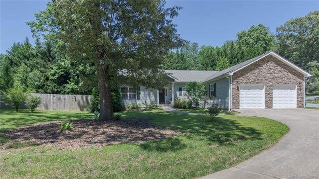 411 Wakefield Drive #15, Hendersonville, NC 28792 (#3399743) :: High Performance Real Estate Advisors