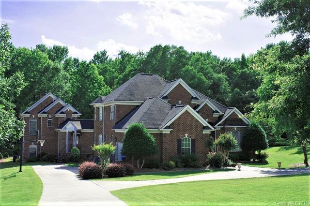 6218 Greystone Drive, Matthews, NC 28104 (#3400820) :: The Elite Group