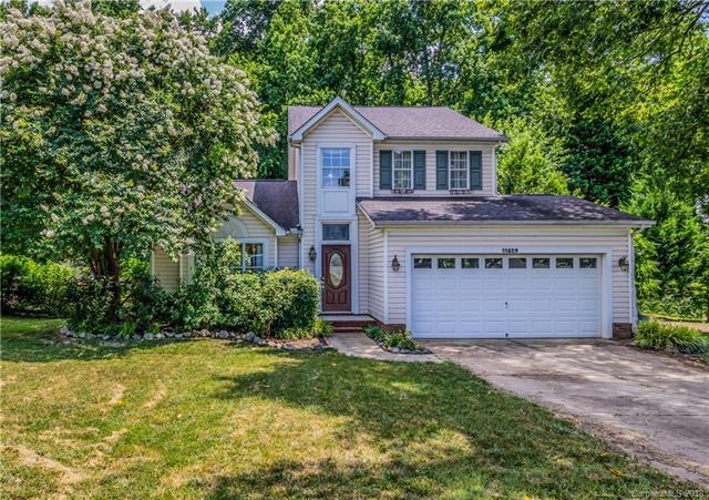 11829 Old Timber Road, Charlotte, NC 28269 (#3402441) :: The Ramsey Group