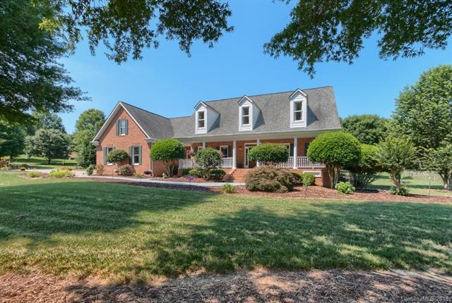 7000 High Meadow Drive, Matthews, NC 28104 (#3402817) :: Exit Mountain Realty