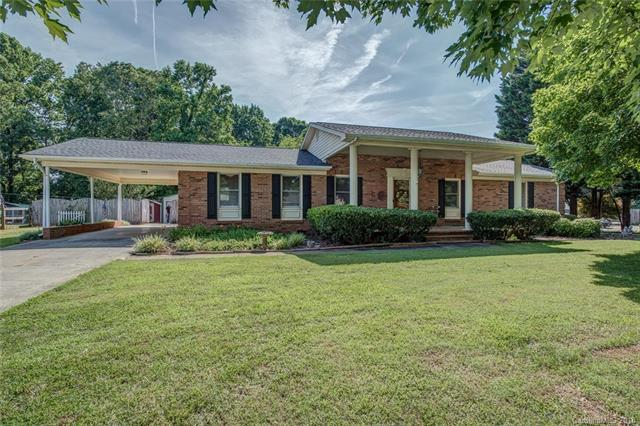 4425 Hickory Grove Road, Mount Holly, NC 28120 (#3403695) :: Odell Realty Group
