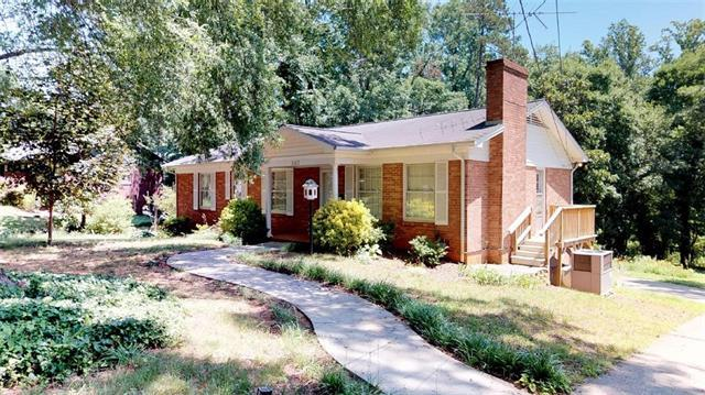 1142 11th St Circle NW, Hickory, NC 28601 (#3403801) :: Leigh Brown and Associates with RE/MAX Executive Realty