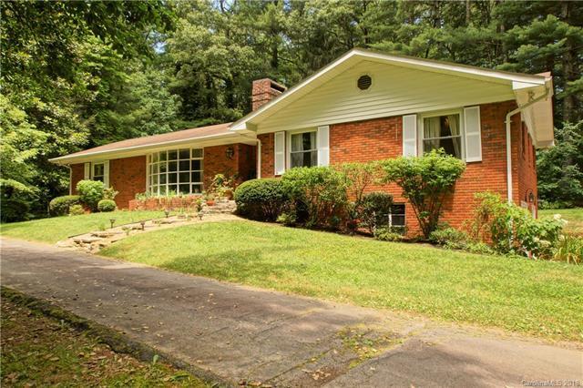 1229 Chanteloup Drive, Hendersonville, NC 28739 (#3403877) :: The Elite Group