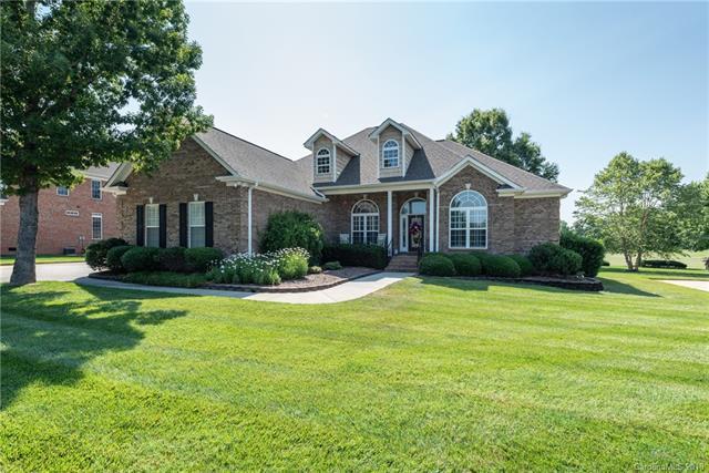 1500 Emerald Lake Drive, Matthews, NC 28104 (#3403968) :: LePage Johnson Realty Group, LLC