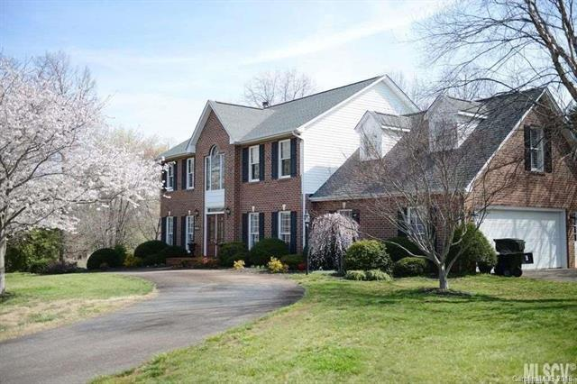 3707 Pinecrest Drive NE, Hickory, NC 28601 (#3405391) :: Roby Realty
